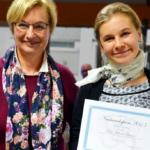 Dolmetscherin Mélanie Quesson, Nachwuchspreisträgerin 2015, zusammen mit Christa Gzil, Regionalsekretärin AIIC Deutschland